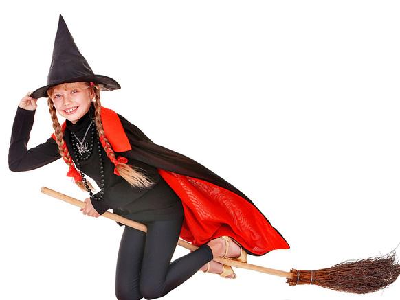 девочка в костюме ведьмы