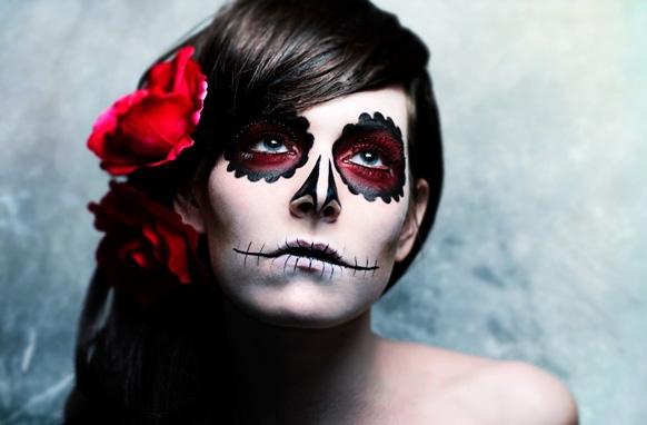 девушка с прической на хэллоуин