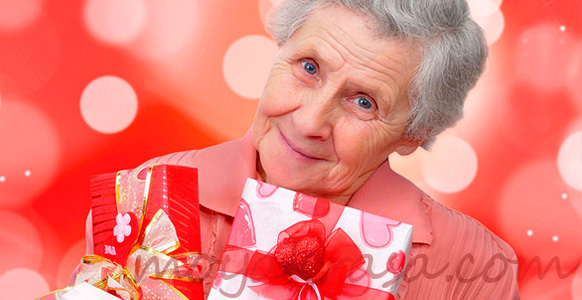 бабушка с подарками