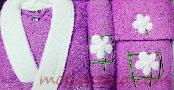 махровый халат и полотенце
