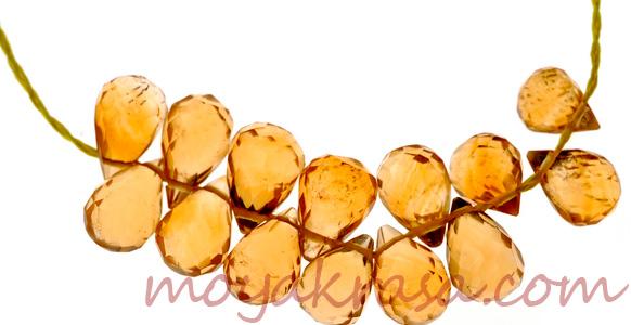 украшение из золотистого топаза