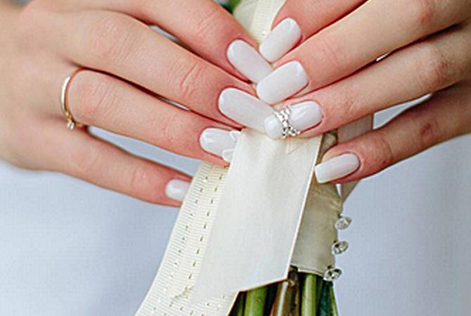 белый матовый маникюр для невесты
