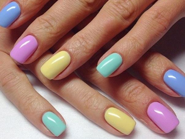 разноцветный летний маникюр