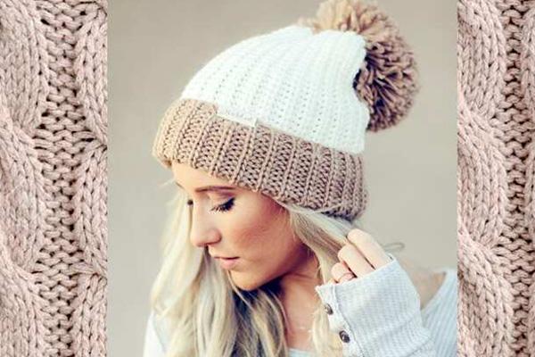 девушка в шапке с помпоном