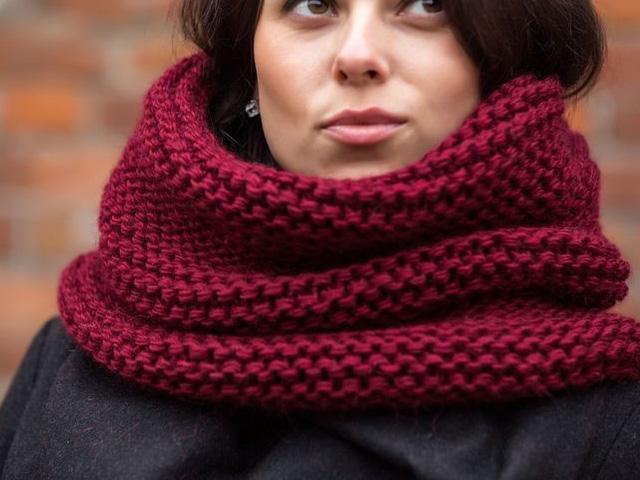 красный шарф-снуд