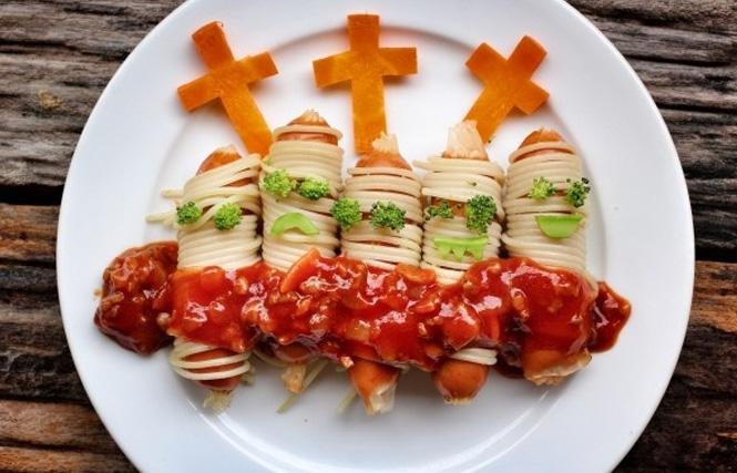 блюдо из сосисок и кетчупа
