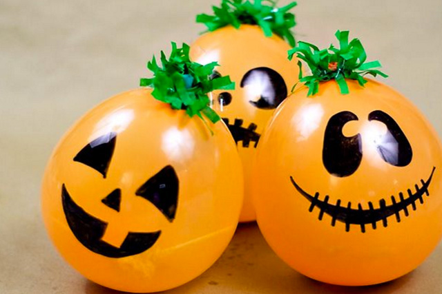 тыква из шарика на хэллоуин