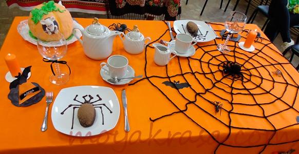 оригинальный стол на Хэллоуин