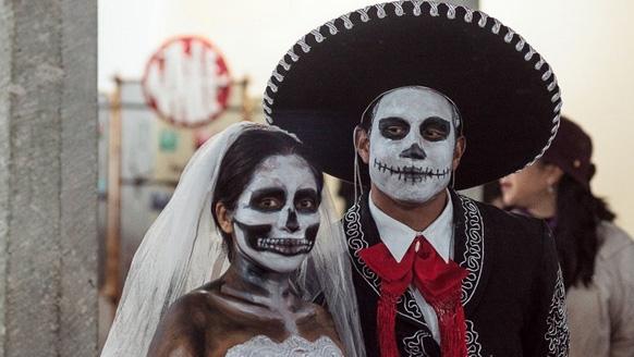 гим жениха и невесты на Хэллоуин