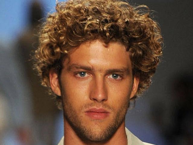 стрижка для мужчин на вьющиеся волосы