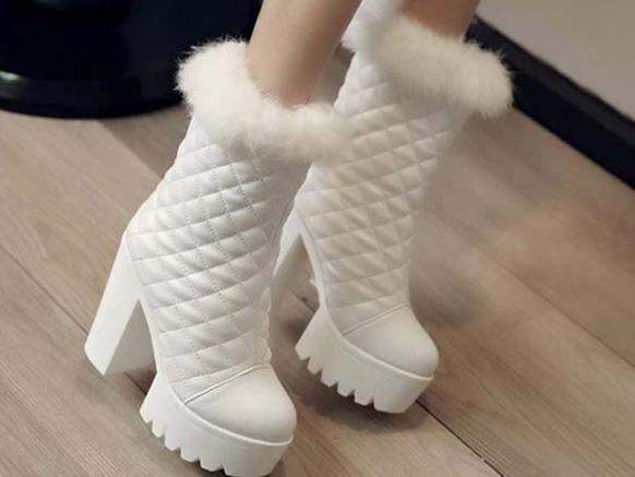 белые женские сапоги