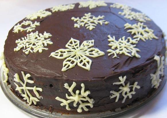 шоколадный торт со снежинками