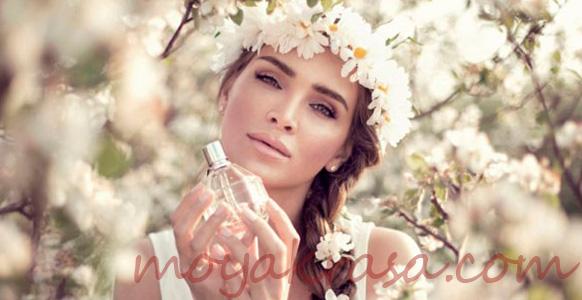 девушка с летним парфюмом