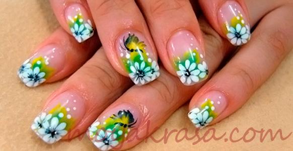 летний маникюр с цветочками