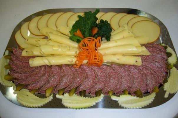 колбасная нарезка на новогодний стол