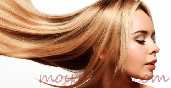 девушка с красивыми и здоровыми волосами