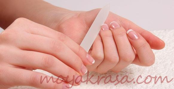 причины расслоение ногтей