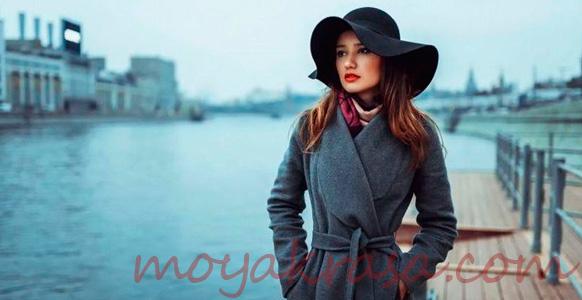 девушка в осеннем пальто и шляпе