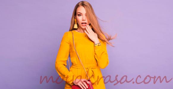 девушка в желтом осеннем платье