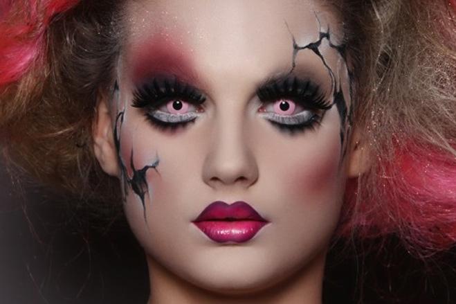 образ куклы на Хэллоуин с мистическим макияжем