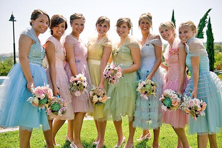 подружки невесты в одинаковы платьях
