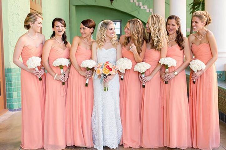 подружки невесты в коралловых платьях