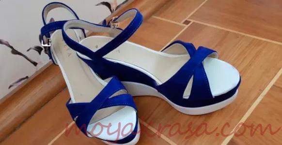 стильные синие босоножки