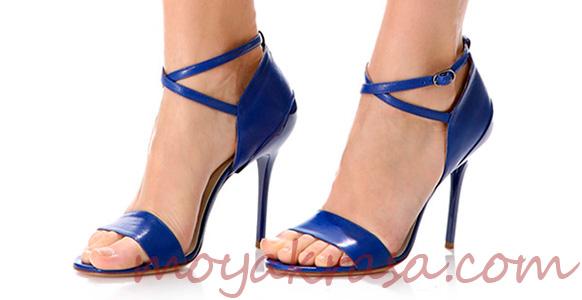 синие босоножки на высоком каблуке