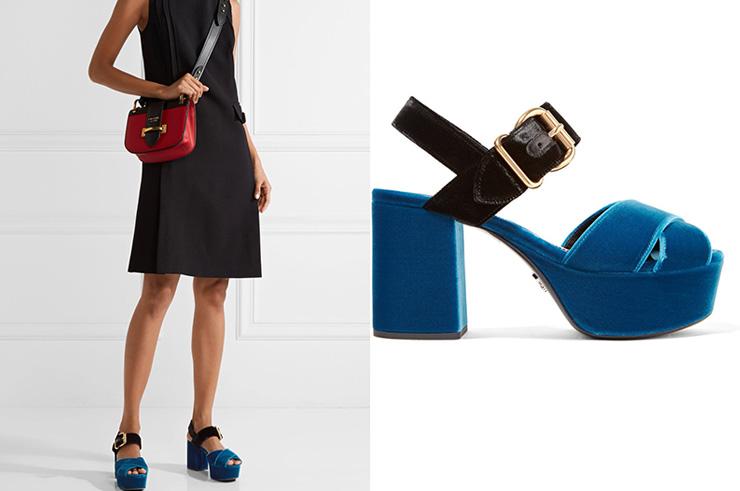 сочетание синих босоножек с черным платьем