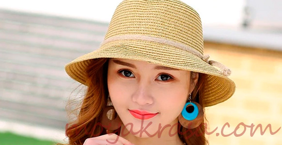 девушка в летней шляпе