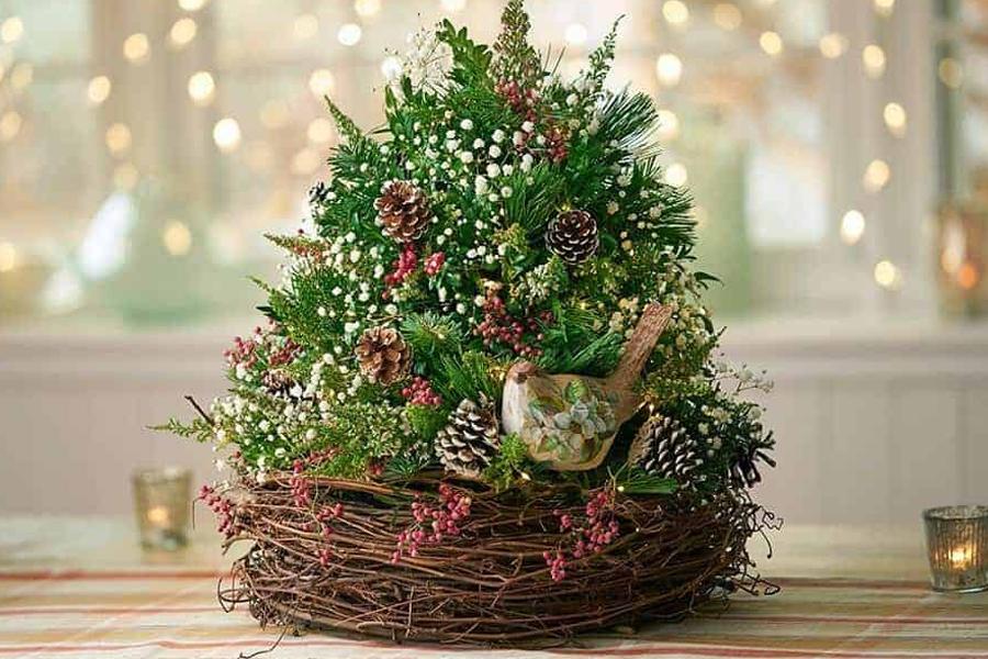 новогодняя елка в корзине