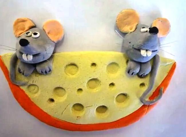 игрушки крыс с кусочком сыра