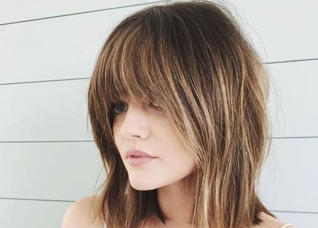 стрижка на средние волосы с челкой