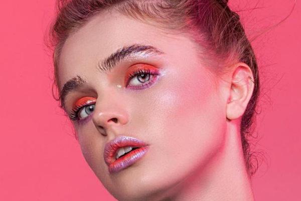 холодно-розовый макияж 2020 года