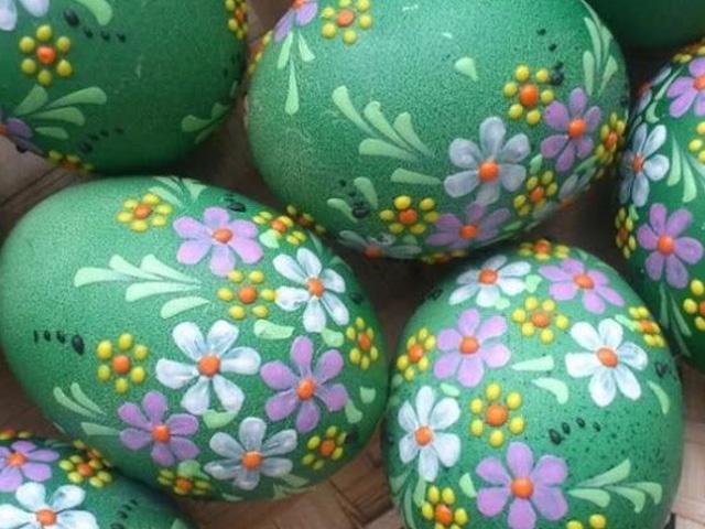 зеленые пасхальные яйца