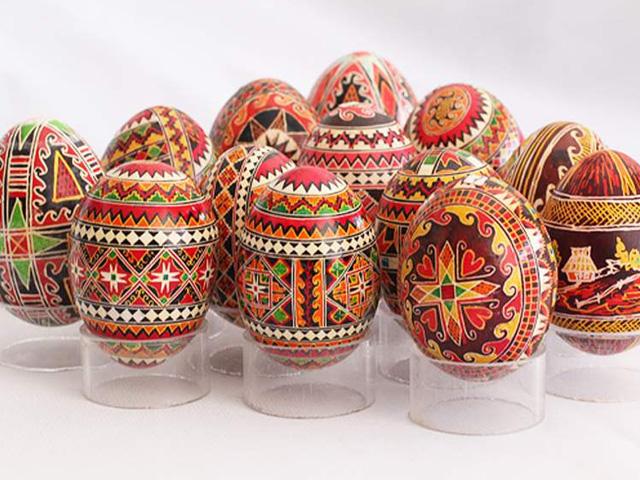 оригинальные узоры на пасхальных яйцах