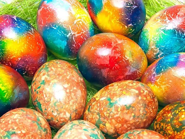 радужный вариант пасхальных яиц