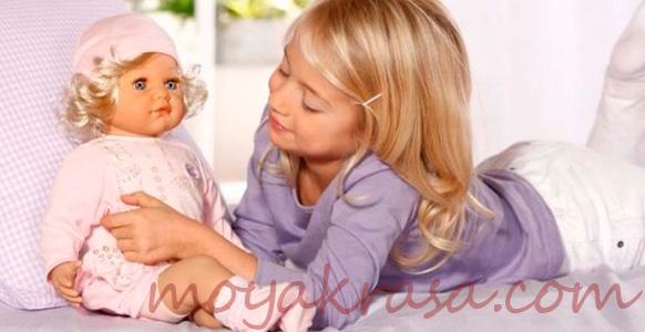 девочка с красивой куклой