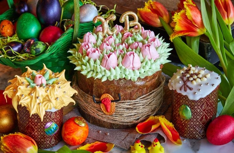 пасха с цветами из крема
