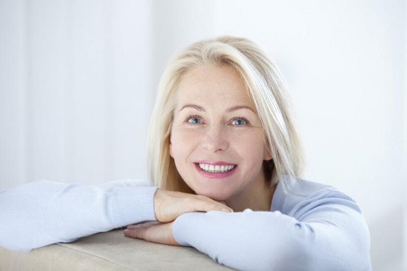 стильная стрижка для женщин среднего возраста