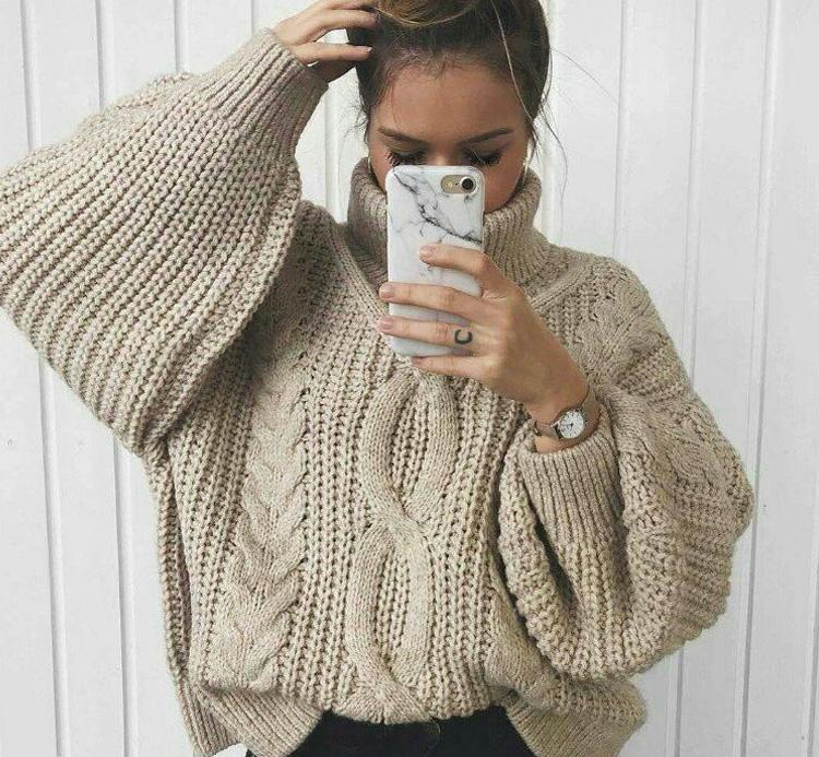 девушка в теплом свитере