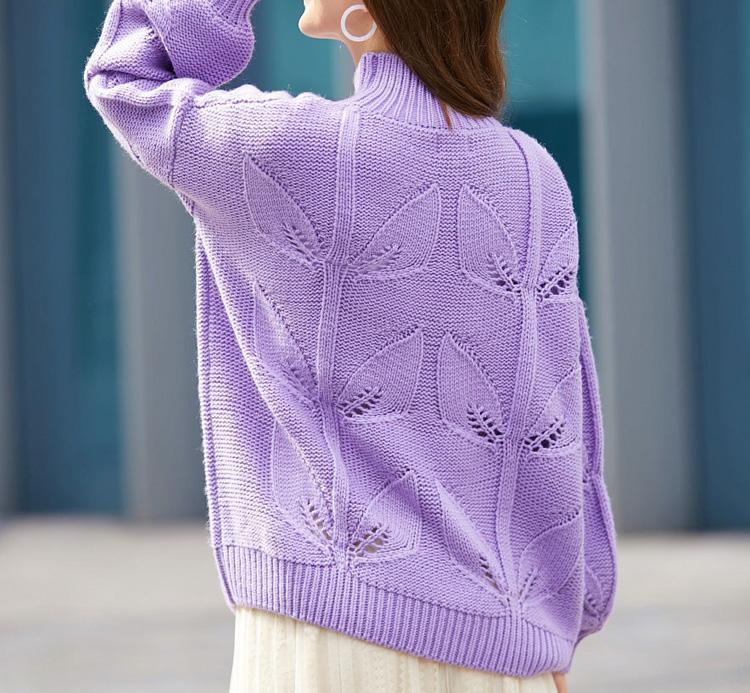 женский свитер сиреневого цвета с рисунком