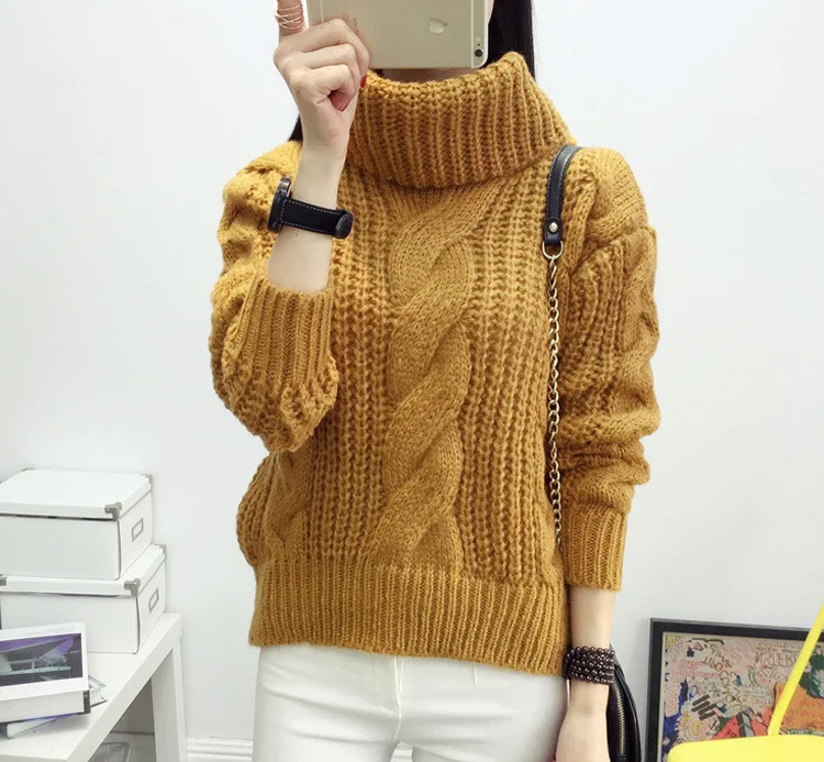 теплый женский свитер горчичного цвета