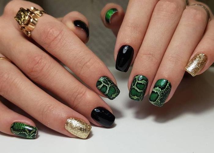 рисунок кожи змеи на ногтях