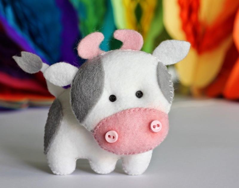 красивая игрушка бычка