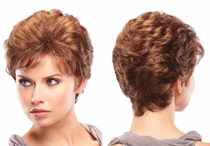 красивая стрижка вьющихся волос